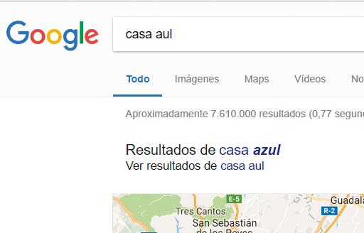 Google ofrece resultados alternativos cuando cree que puede ser un error, pero te mantiene la búsqueda original. Tú eliges