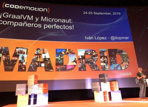 Iván López en el escenario con su primera Slide de la charla