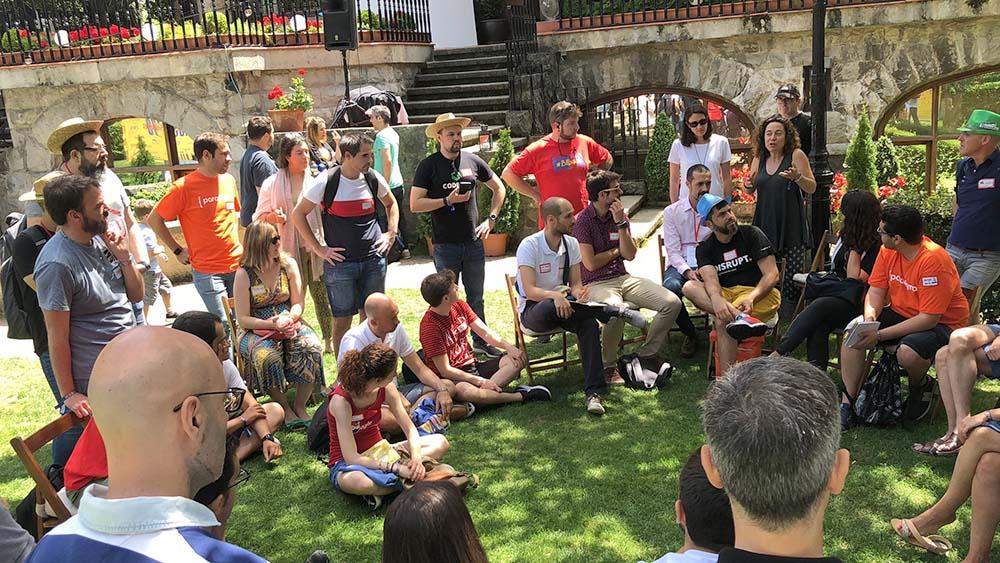 Networking en los jardines del palacio Joseren, en el AOS 2019
