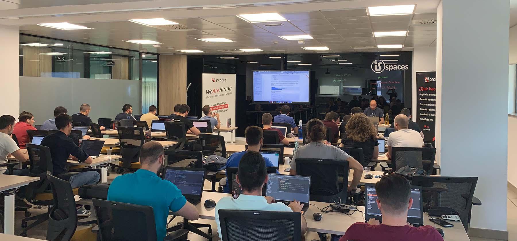 Foto de la sala llena para el taller de Micronaut en Profile Sevilla